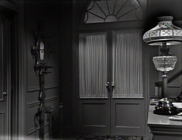 Ralston Purina lamp_Collinsport Inn (lobby)_ep11