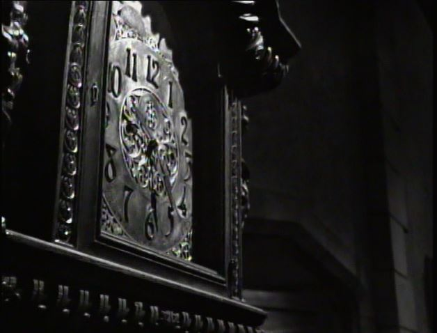 Alibi_foyer clock in Act IV of episode 46_ep66