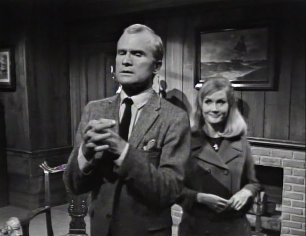 Charming_Carolyn convinces Roger to be charming toward Vicki (2)_ep68