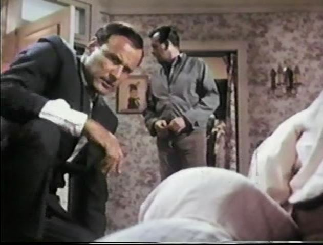 Fugitive_Sharp Edge_Richard Anderson in opening scene as Lieutenant Sloan_ep72